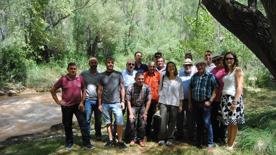 La consellera de Medio Ambiente, Elena Cebrián, en el centro, el pasado agosto, durante su visita en el Alto Turia.
