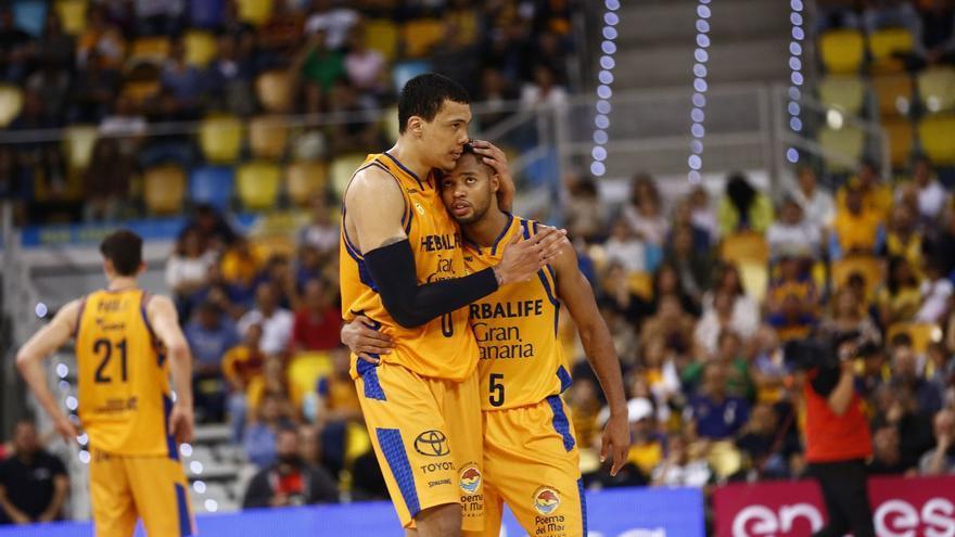 Los jugadores del Herbalife, celebrando la victoria en el Gran Canaria Arena