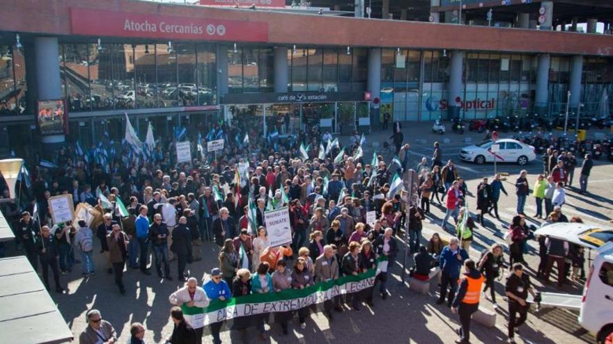 Llegada de la comitiva del Pacto por el Ferrocarril a Atocha