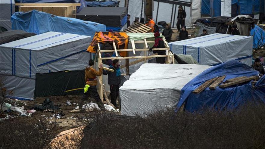 Una milicia de extrema derecha ataca a inmigrantes en Calais, según un diario