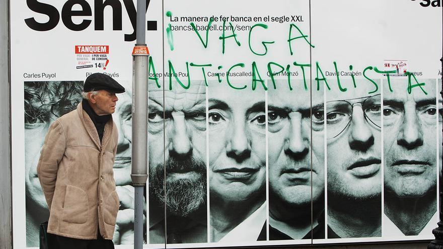 Pintada sobre un cartel publicitario de Banc Sabadell. / Carmen Secanella