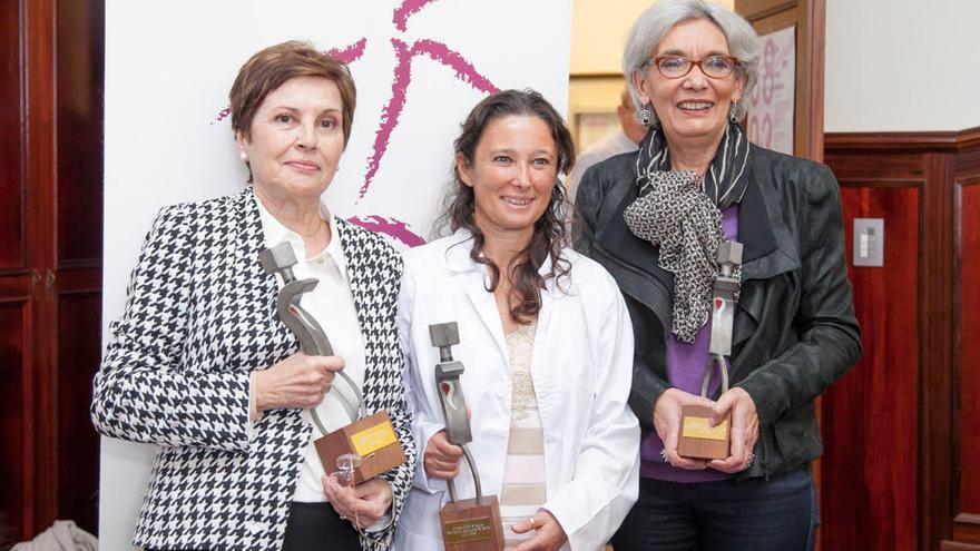 Las tres profesoras premiadas por el Instituto Universitario de Estudios de las Mujeres en 2018