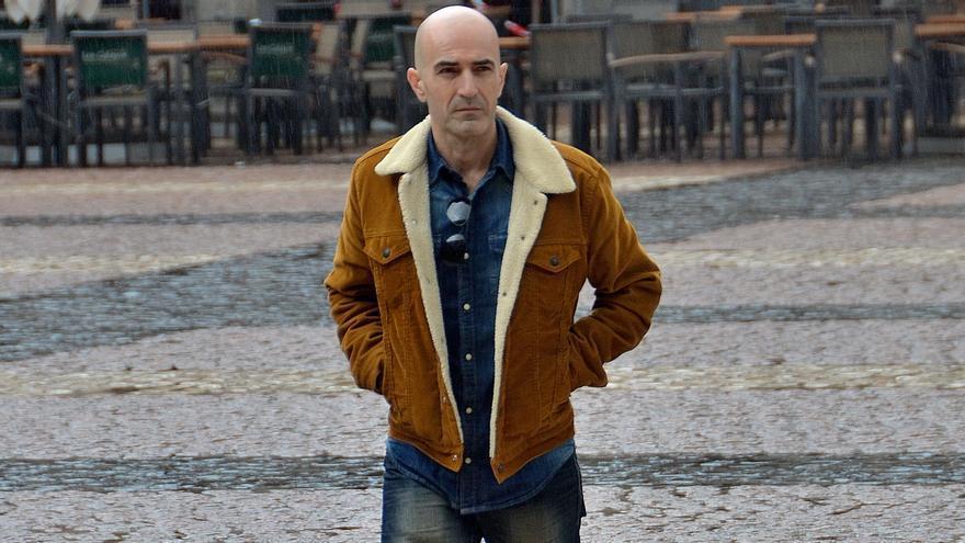 El Escritor Andrés Expósito presenta en La Cosmológica su última novela.