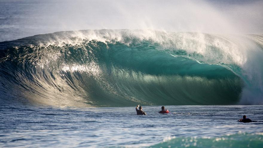 Imagen de la ola de El Frontón, considerada de las mejores del mundo ya que rompe sobre piedras.