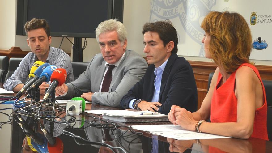 Rueda de prensa de José María Fuentes-Pila y Pedro Casares en el Ayuntamiento de Santander