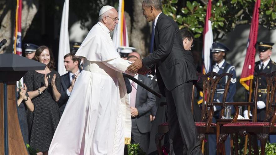 """El papa """"hijo de inmigrantes"""" dice a Obama: """"el sistema"""" excluye a millones"""
