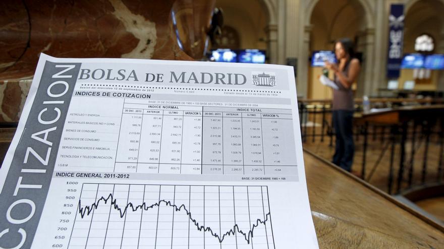 La bolsa española abre la semana con recortes y el IBEX cede el 0,67 por ciento