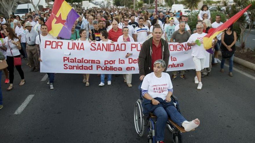 """Unas 15.000 personas marchan en Fuerteventura para exigir una """"sanidad digna"""""""