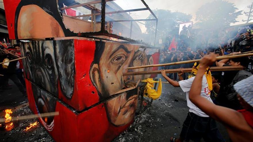"""Los filipinos salen a la calle para evaluar a Duterte y su """"guerra antidroga"""""""
