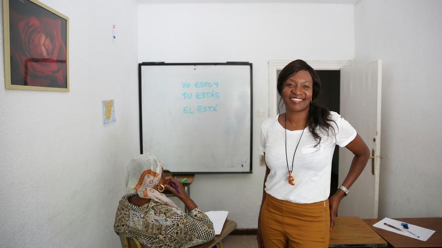 Nicole, coordinadora del centro de mujeres de la ONG Karibu, que ayuda a subsaharianos / Foto: Marta Jara