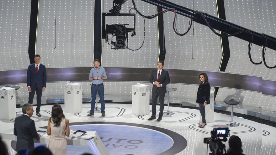 Plano general durante el debate a cuuatro. Foto: Atresmedia
