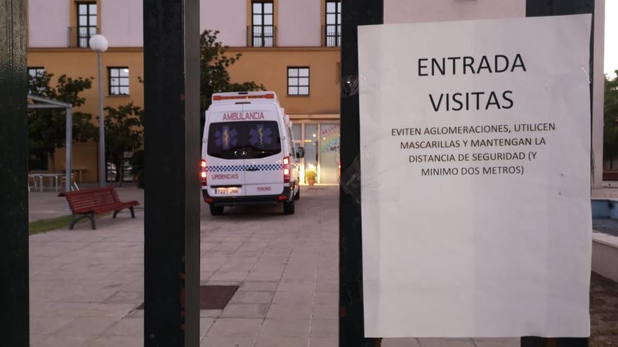 """Consejero de Salud de Andalucía: """"En las residencias hemos usado el mismo criterio de hospitalización que si no hubiese pandemia"""""""