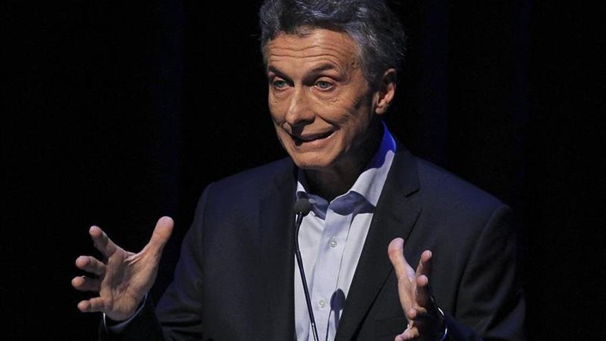 Macri dice que si Fernández no le da los atributos de mando, lo hará el Supremo
