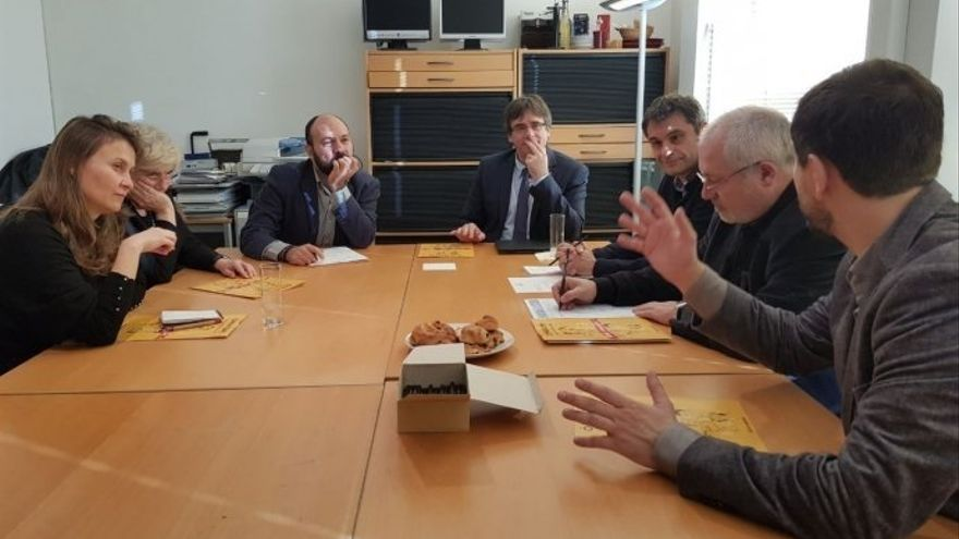 Una delegación de Òmnium se reune en Bruselas con Puigdemont y los exconsellers huidos