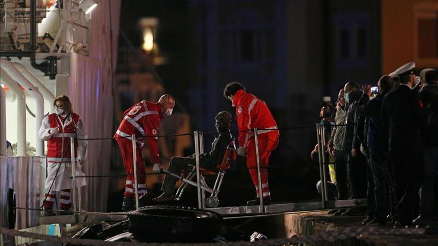 Un muerto y cuatro desaparecidos en un naufragio al sur de Italia
