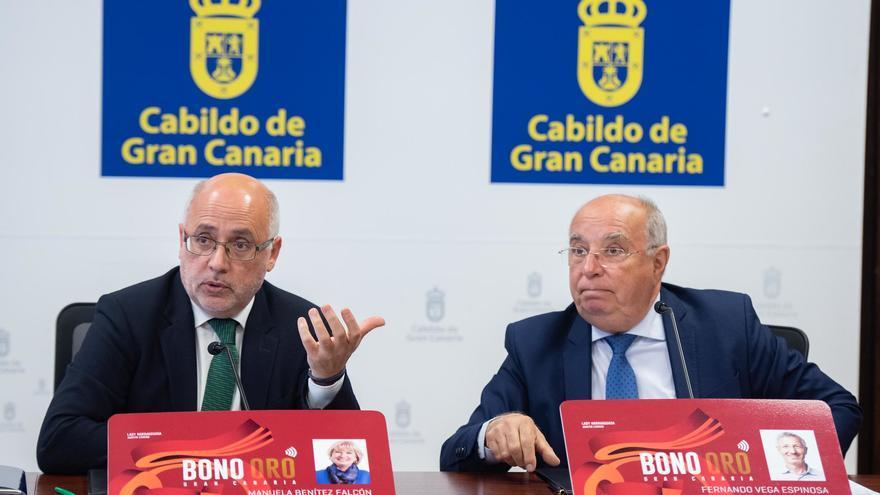 Antonio Morales, presidente del Cabildo de Gran Canaria, y Juan Francisco Trujillo, consejero de Transportes.