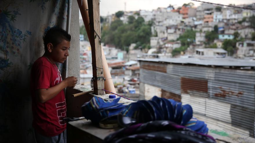 Sin acceso a la educación, muchos jóvenes encuentran en las pandillas a su familia. | Foto: Guillermo Pérez