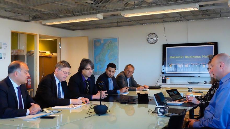 El president Ximo Puig y el conseller Vicent Marzà en una de las reuniones mantenidas en Finlandia