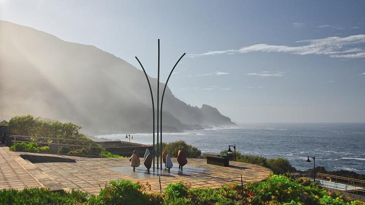 Uno puntos destacados de la Ruta de Sanmao hace parada en Barlovento, al norte de la Isla: un 'mirador literario' creado por el artista Juan Alberto Fernández.