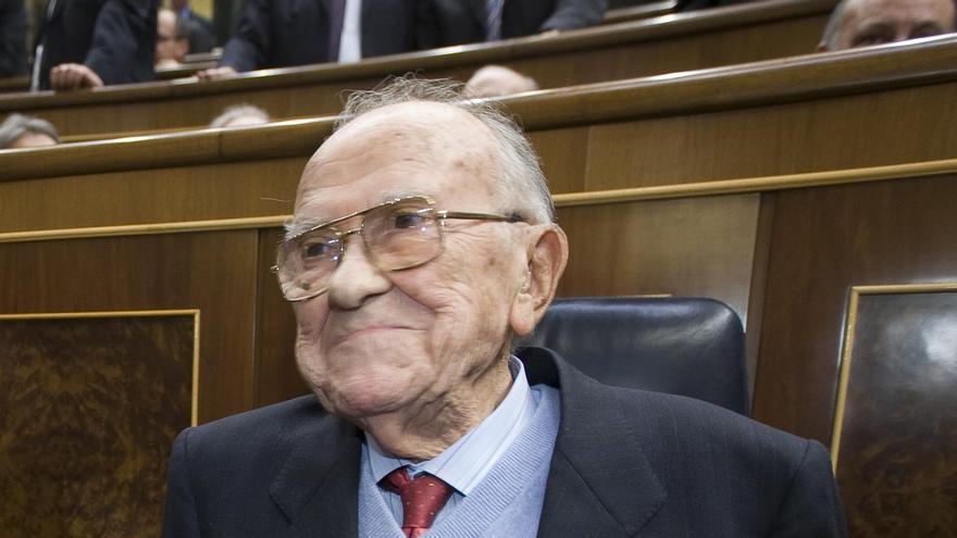 El Congreso, puesto en pie, rinde tributo al histórico dirigente comunista