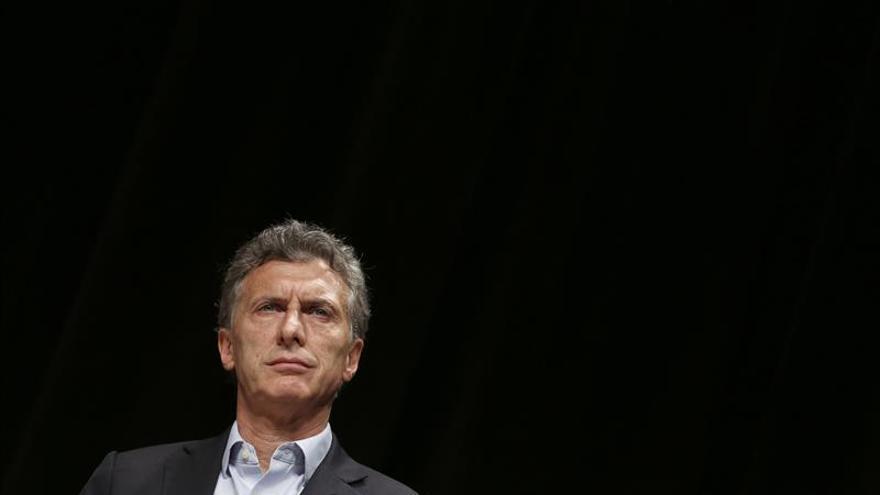 Los candidatos se vuelcan en el voto indeciso en una carrera encabezada por Macri