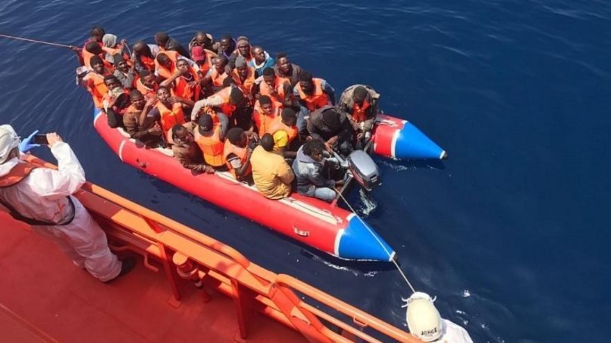Desembarcan en Motril (Granada) y Almería las 173 personas rescatadas de cuatro pateras en Mar de Alborán