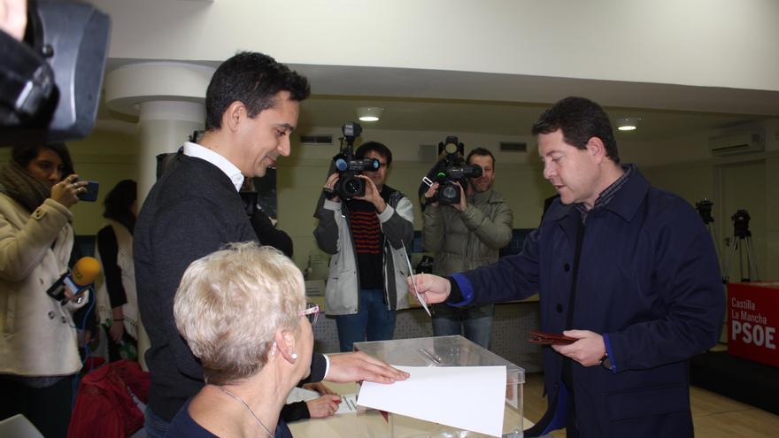 Emiliano García-Page vota en la consulta interna del PSOE