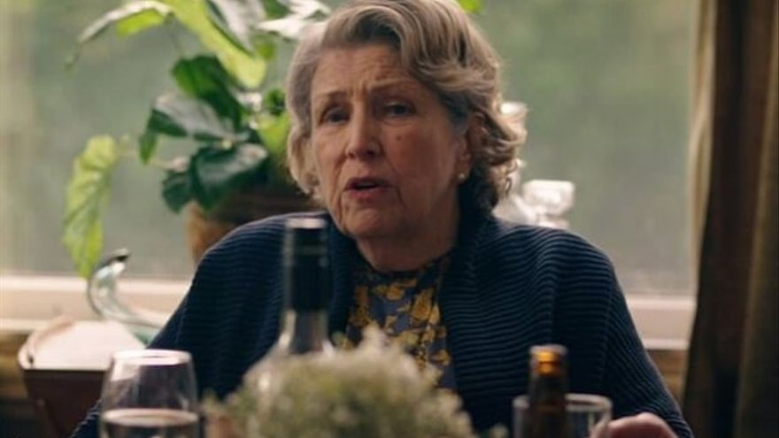 Anne Reid como Muriel Lyons en Years and Years (BBC1).