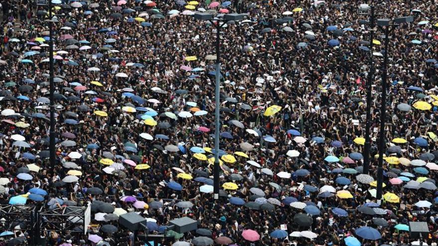 Cientos de miles de hongkoneses se manifiestan para pedir la retirada de la ley