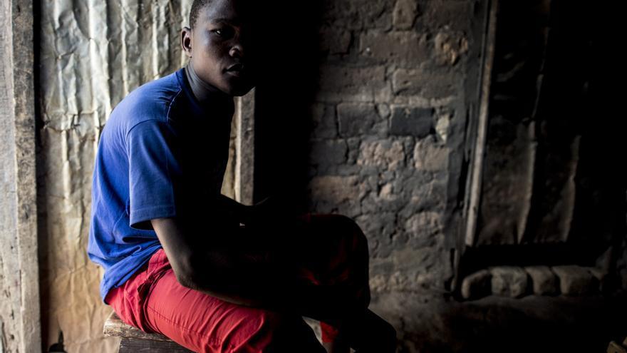 """Jean: """"Tenía un arma. Un AK47 y la usé, maté gente con ella, maté a mucha gente"""" © Sylvain Cherkaoui/Cosmos for Save The Children"""