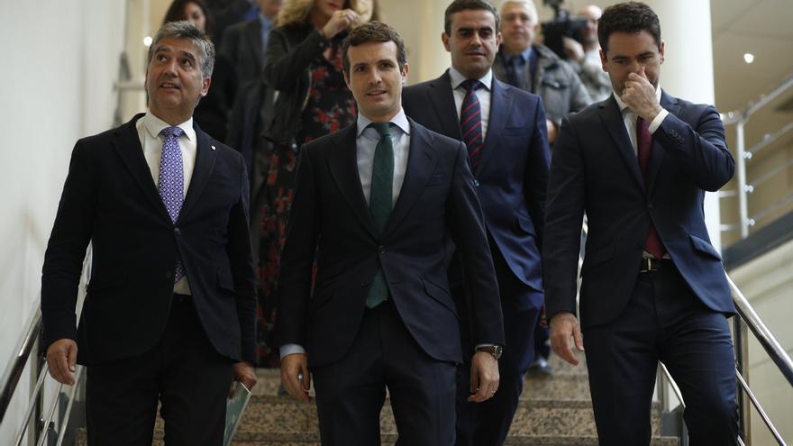 Ignacio Cosidó, Pablo Casado y Teodoro García Egea antes de la reunión del Partido Popular en el Senado.