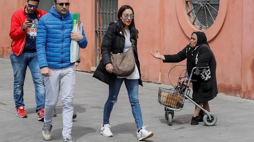 El riesgo de pobreza en España se reduce pero sigue por encima de la media de la UE