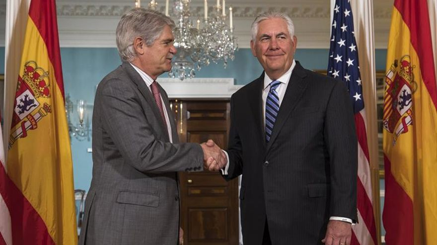 """Dastis y Tillerson analizan las opciones para """"aumentar la presión"""" sobre Venezuela"""