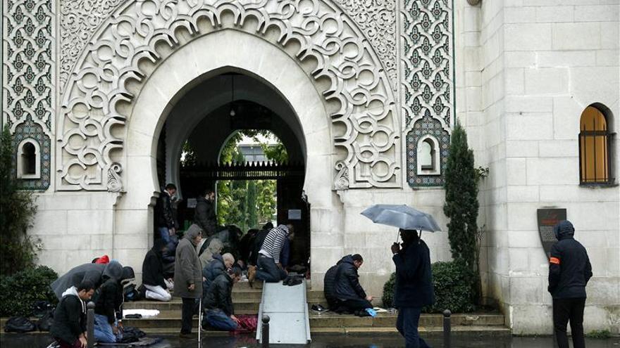 Rezos por la paz y estrictos controles en las mezquitas de Francia