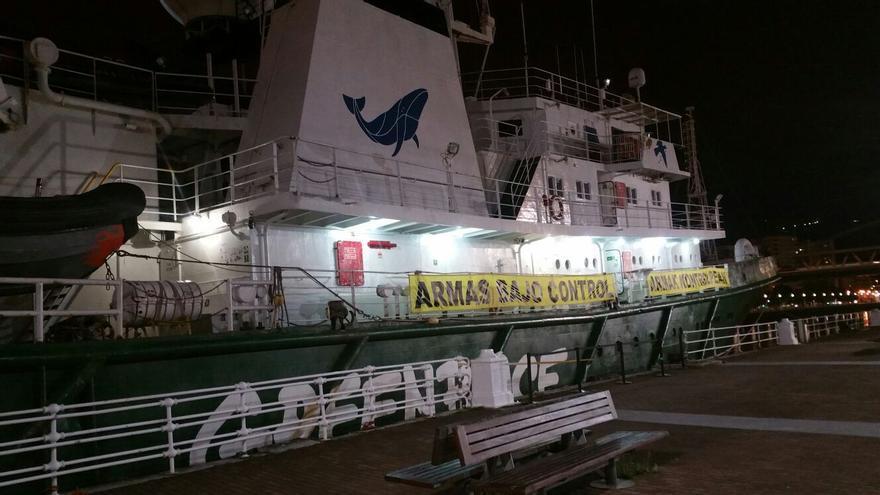 Imagen del barco Esperanza de Greenpeace atracado en Bilbao, septiembre de 2017