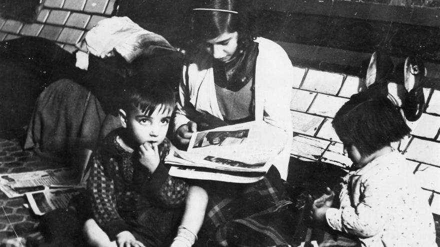 Niños refugiados en el Metro de Madrid durante la guerra civil
