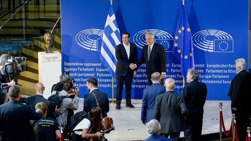 El primer ministro griego, Alexis Tsipras, y el presidente del Parlamento Europeo, Antonio Tajani.