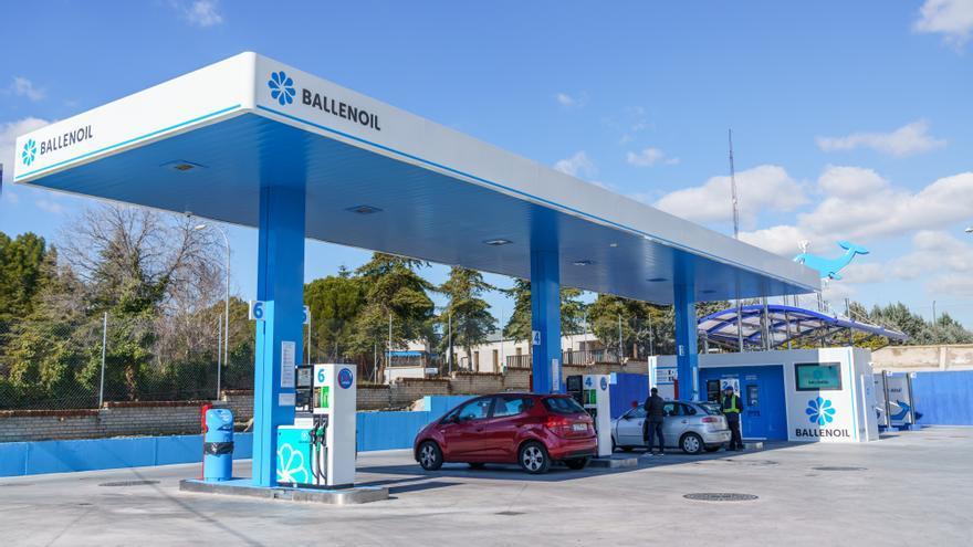 Estación de servicio (gasolinera) de Ballenoil.
