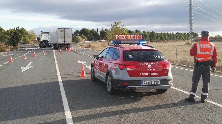 Herida leve una persona en una colisión de dos camiones en Corella