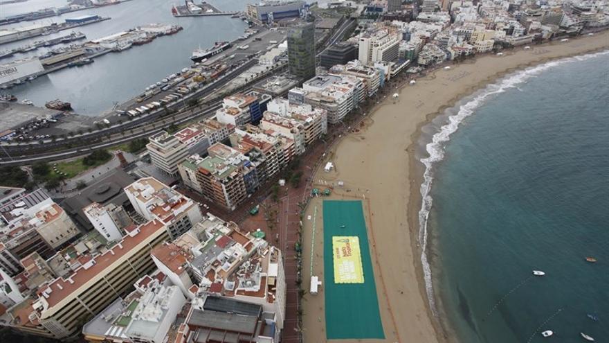 En 2010, se consiguió realizar la toalla más grande del mundo en Las Canteras.