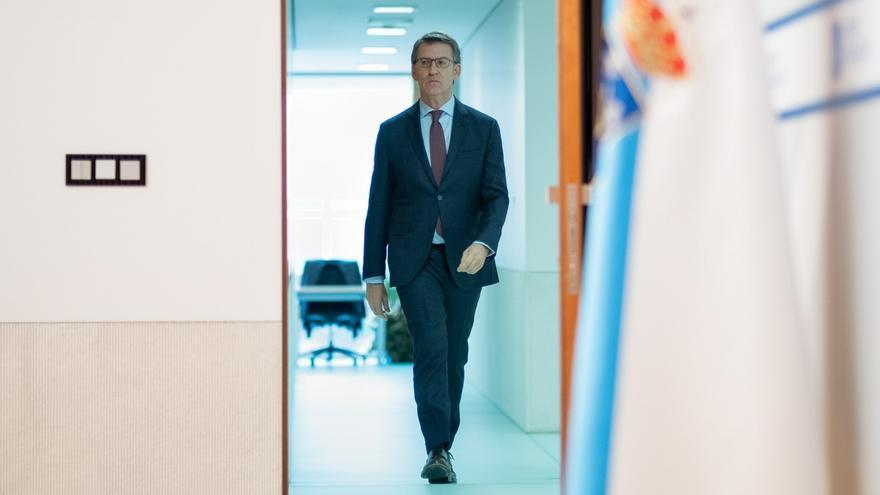 Feijóo se dirige a una de sus comparecencias tras el Consello de la Xunta.