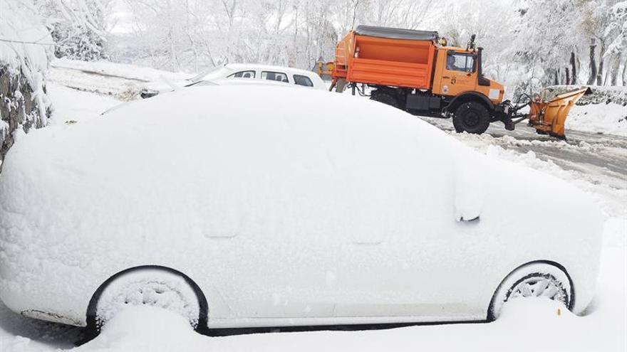 Lluvia, nieve y ambiente templado despiden el último fin de semana de noviembre