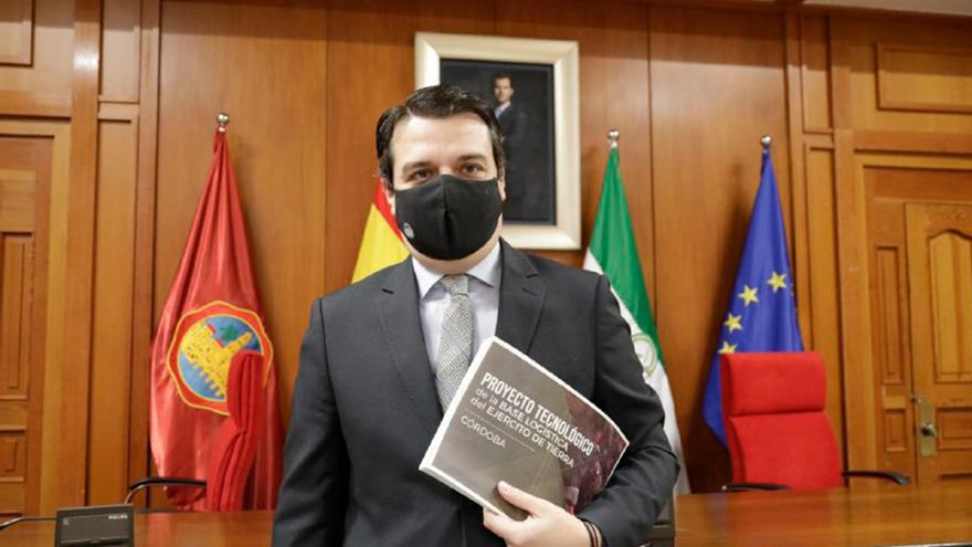 El alcalde, José María Bellido, presenta la candidatura de Córdoba a albergar la base logística del Ejército de Tierra.