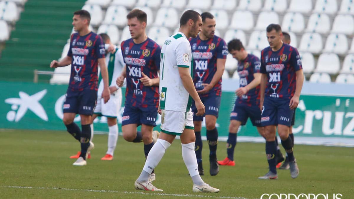 Moutinho se lamenta tras un gol del Yeclano.
