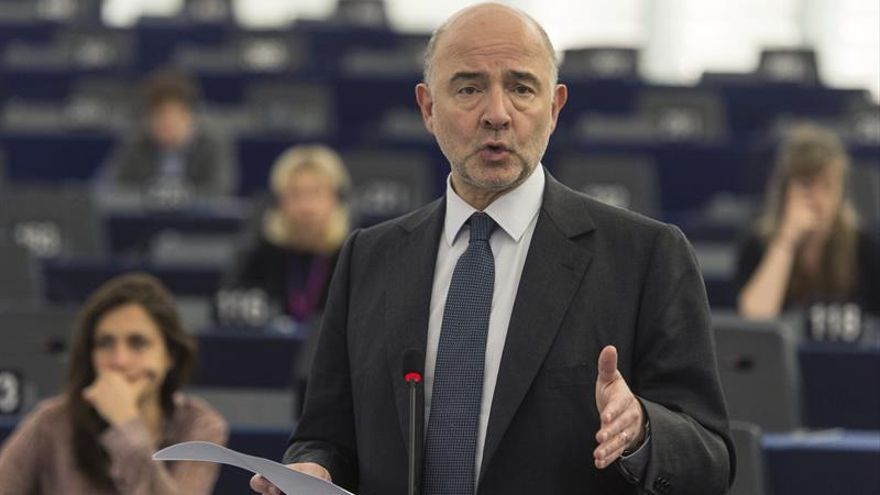 Moscovici: Puede no haber multa a España y Portugal si dan una respuesta adecuada