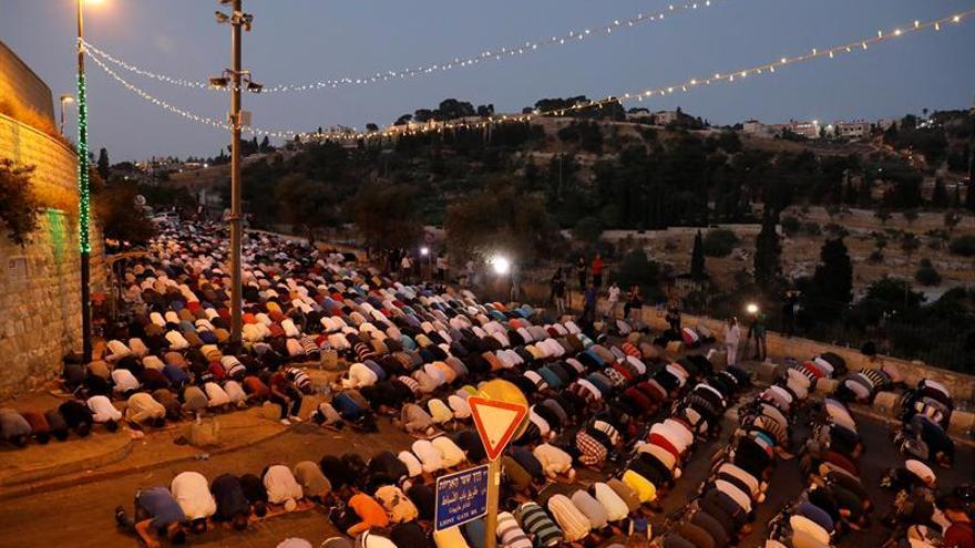 Palestinos protestan contra las medidas de seguridad en la mezquita Al-Aqsa