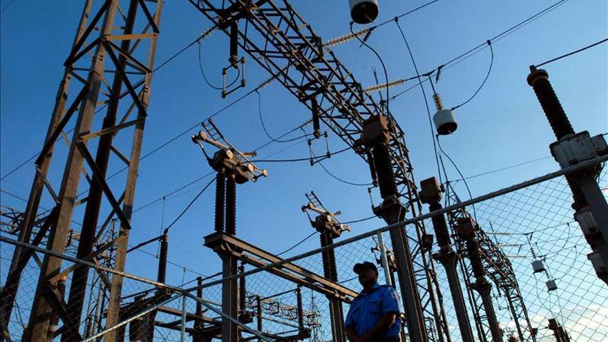 """Las islas del Caribe están """"condenadas"""" a tener altos costos de electricidad"""