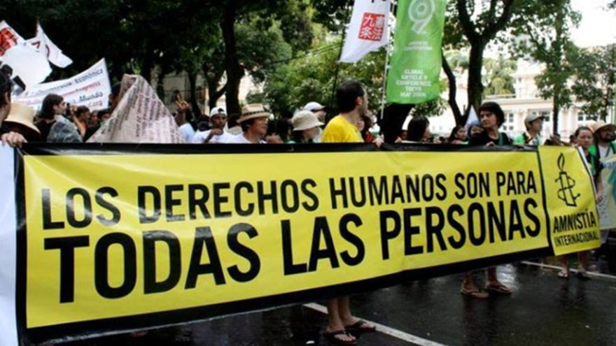 """Presiones, abusos y estrés: los informes internos sobre el clima laboral """"tóxico"""" en Amnistía Internacional"""