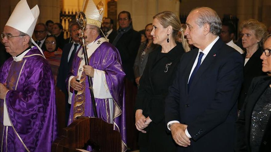 Fernández Díaz llama a la calma tras los atentados de París