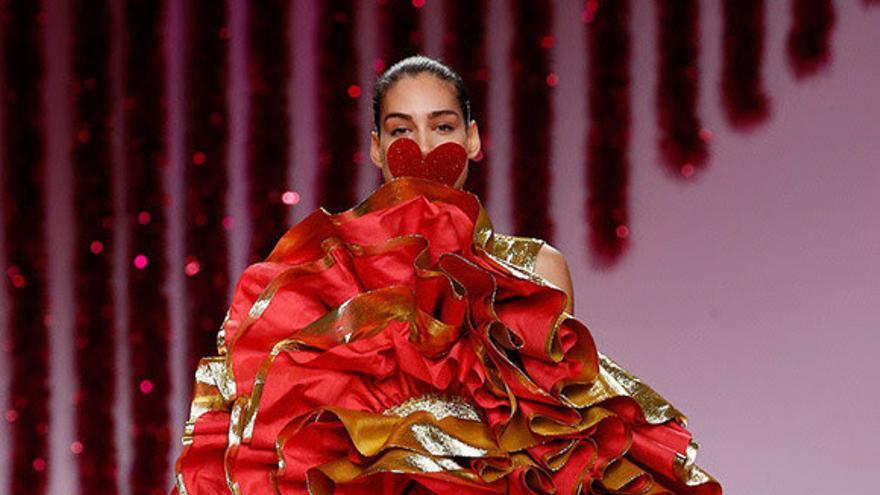 Vestido elaborado con seda de El Paso.